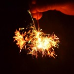 線香花火を持つ手