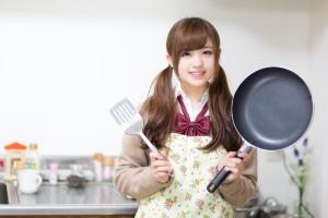 料理に挑む女性