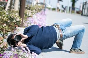 イナバウアーをするカメラマン