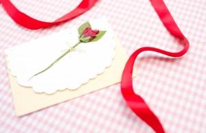 手紙と赤いリボン